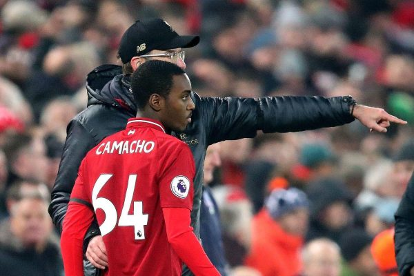 Rafael Camacho receives instructions from Jürgen Klopp