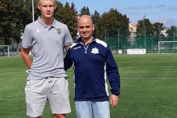 NF Akatemian kasvatti August Frobenius oli mukana mentoroimassa nuoria pelaajia NF Elite valmennusleirillä Portugalissa tänä syksynä.