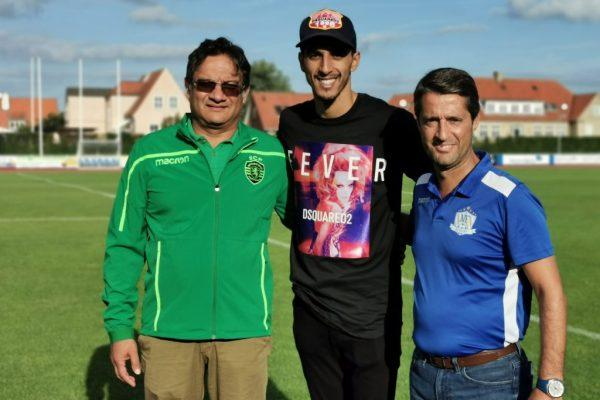 FC Copenhagen kapteeni Zeca, Gonçalo Nunes ja Sporting CP:n pelaaja-agentti Akil Momade seuraamassa NF Akatemian pelaajien harjoituksia Sporting akatemiassa