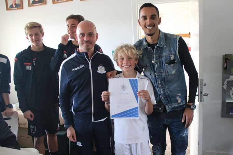 Zeca delivering the Diploma to the Player of the Camp in the NF Elite Training Virum, Denmark 2018.