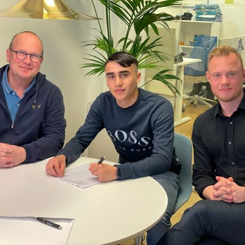 Alexi signing his first professional contract with Malmö FF